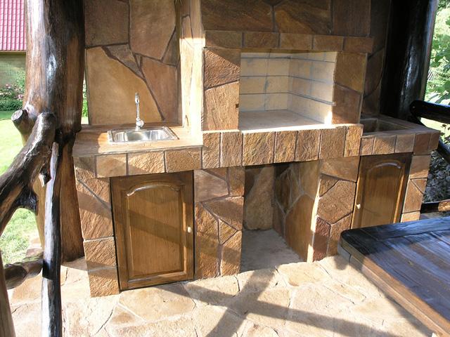 Ландшафт-Дизайн / Строительство беседки... / Фото: Печь отделана природным камнем, как и пол беседки.